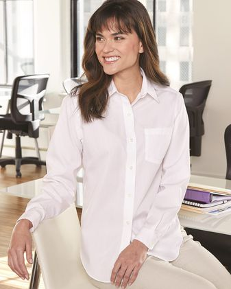 Van Heusen Women\'s Broadcloth Long Sleeve Shirt 13V0216